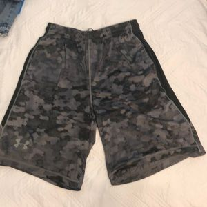 Men's UA shorts